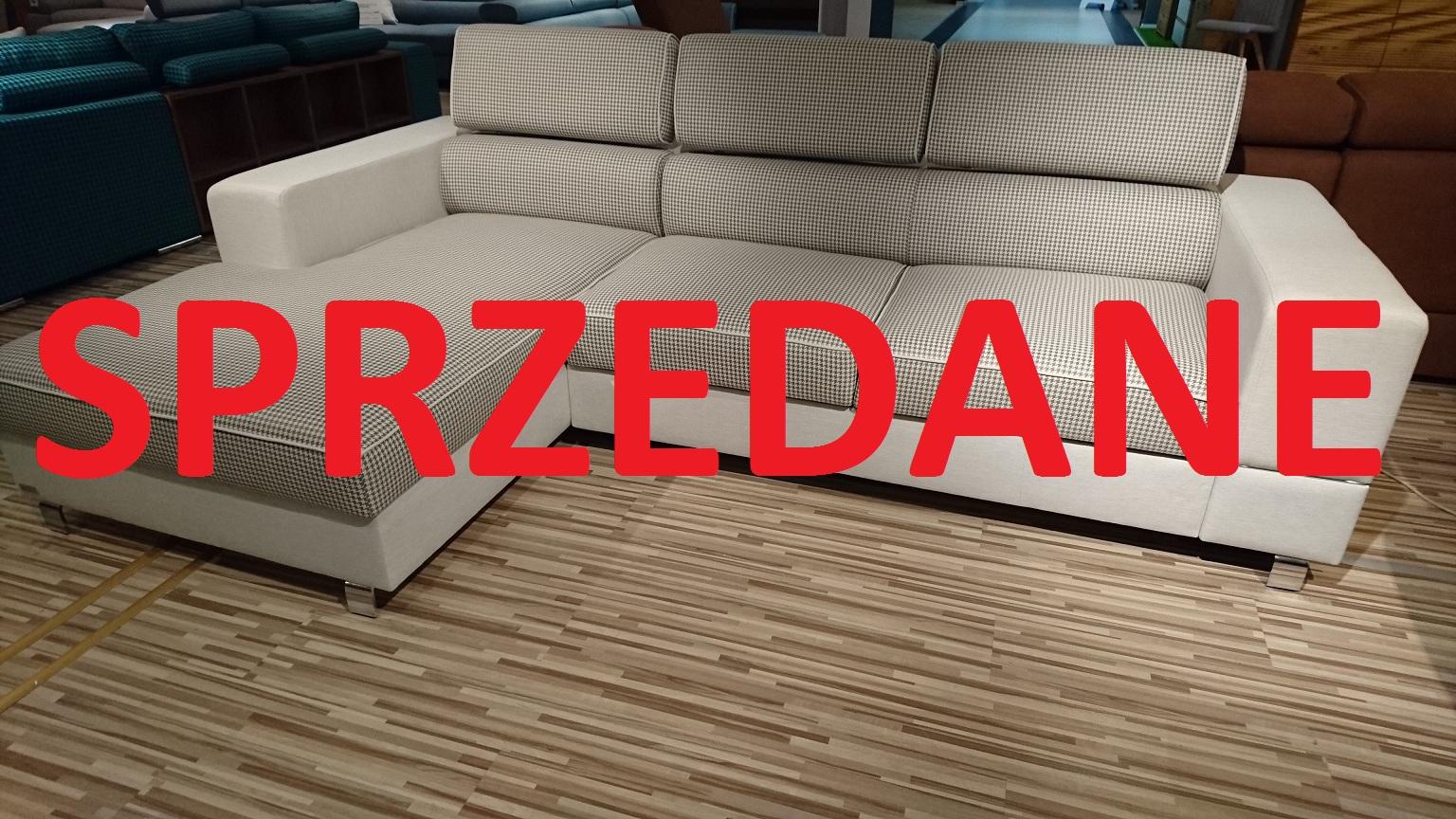 SPACE Caya Design Warszawa STUDIO KOMFORT narożnik z funkcją spania i pojemnikiem tkaniny kontrst z pepitką zagłówki SPRZEDANE
