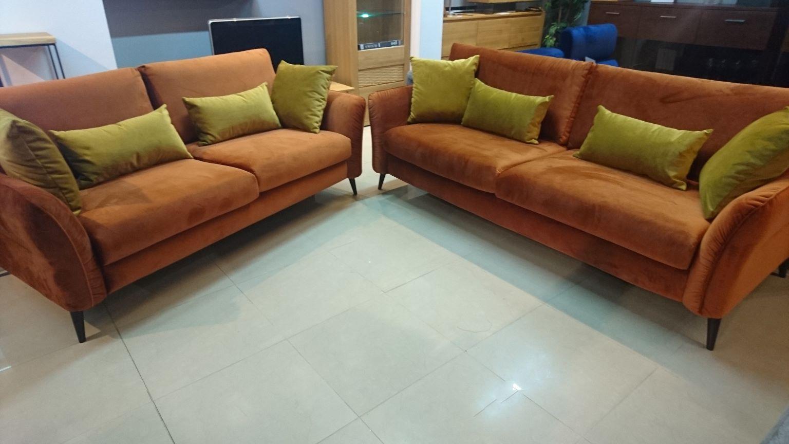 NORTON EMMOHL Warszawa Meble STUDIO KOMFORT sofa 3 i sofa 2,5 tkanina welur orange DOLCE 03
