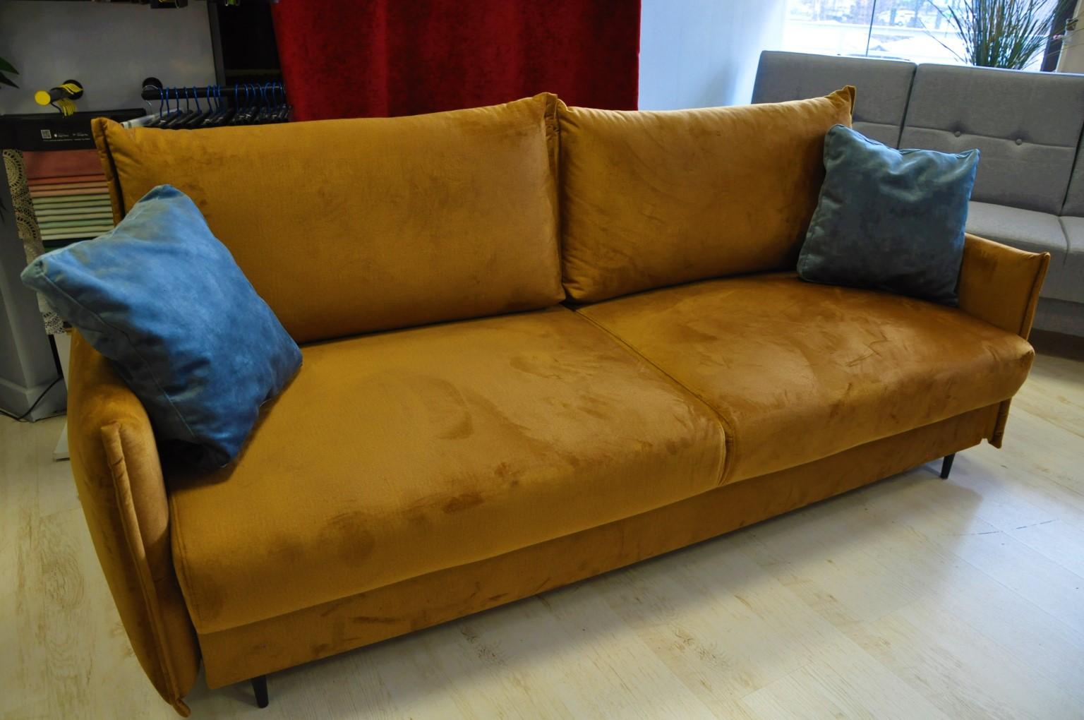 EGO sofa rozkładana Warszawa sofa z funkcją spania i pojemnikiem tkanina hydrofobowa MONOLITH 48 złota